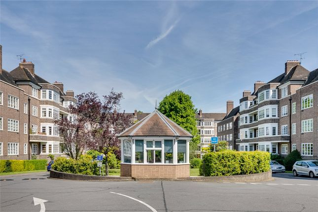 2 bed flat for sale in Exeter House, Putney Heath, London SW15
