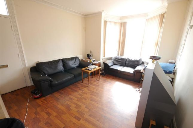 3 bed property to rent in Beechwood Row, Burley, Leeds