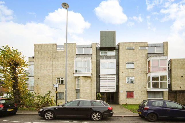 2 bedroom flat to rent in Church Hill, Walthamstow