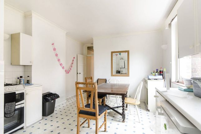Thumbnail Flat to rent in King's Avenue, Clapham