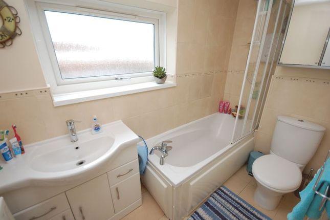 Bathroom/wc of Mallard Court, Killingworth, Newcastle Upon Tyne NE12