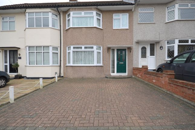 Thumbnail Property to rent in Stour Way, Upminster