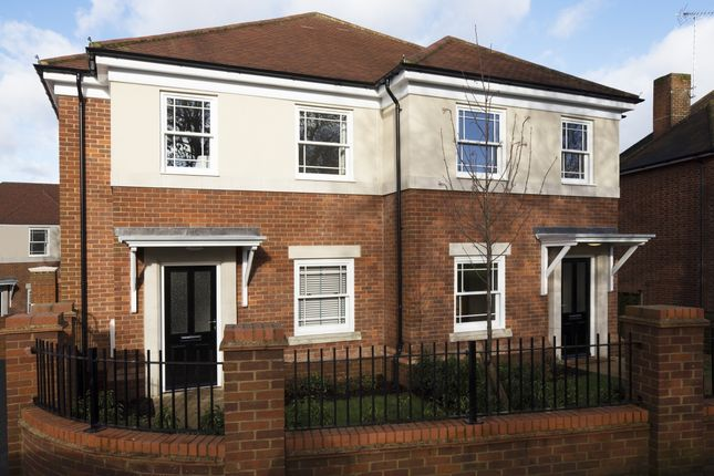 Thumbnail Terraced house to rent in North Drive, Beaconsfield, Buckinghamshire