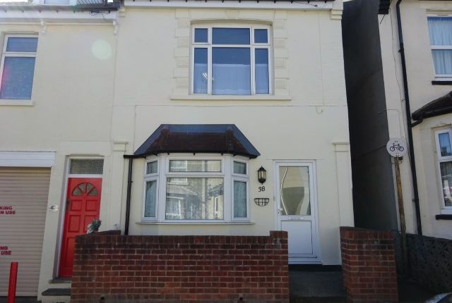 3 bed terraced house to rent in Rochester Avenue, Rochester ME1