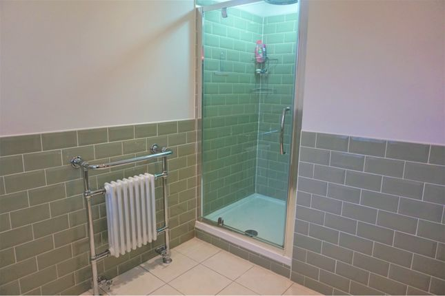 En-Suite of Menlove Avenue, Liverpool L25