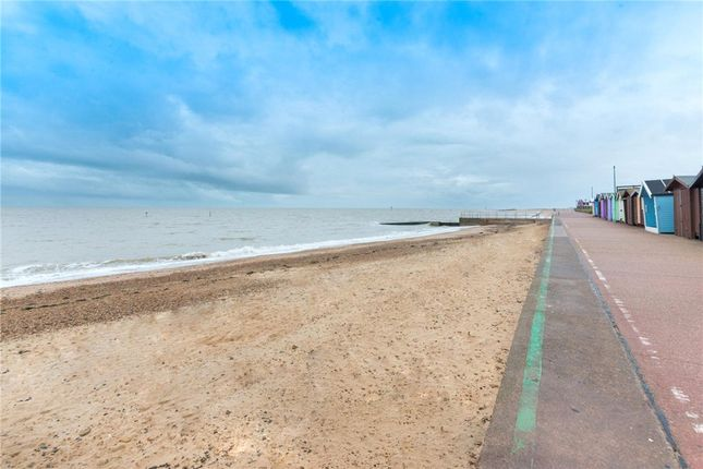 Picture No. 33 of Marine Parade West, Clacton-On-Sea CO15