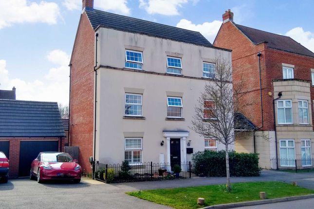 Thumbnail Detached house for sale in Shearwater Road, Hemel Hempstead