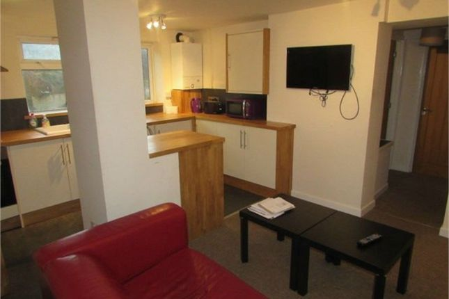 Thumbnail Flat to rent in Binswood Street, Leamington Spa, Warwickshire