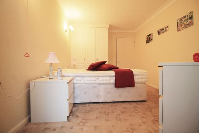 Bedroom of Kingswood Court, Chingford E4