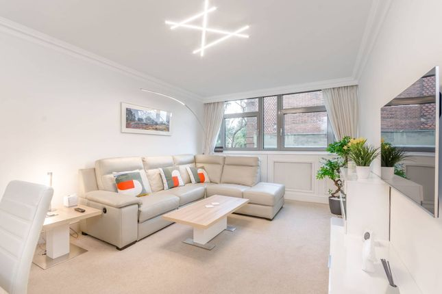 Thumbnail Flat to rent in Holly Tree Close, Southfields, London