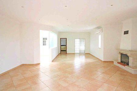 Image 3 4 Bedroom Villa - Central Algarve, Faro (Pv3541)