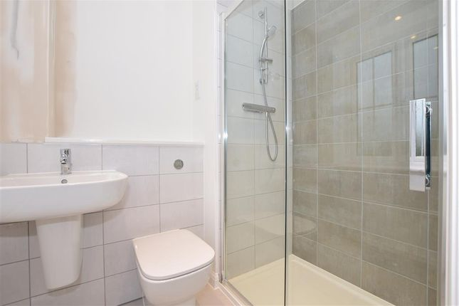 En-Suite of Headcorn Road, Staplehurst, Kent TN12