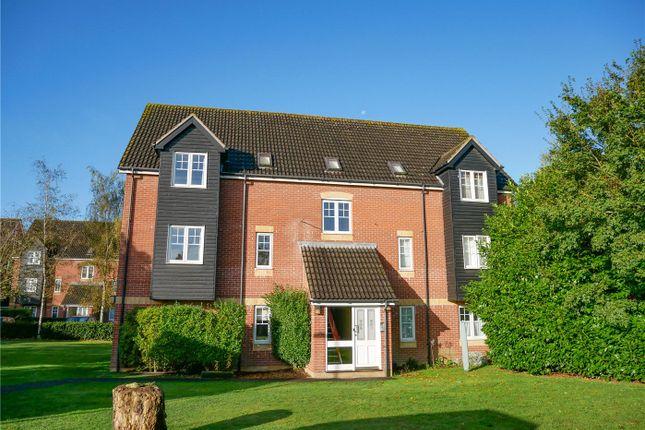 2 bed flat to rent in Harbury Court, Newbury, Berkshire RG14