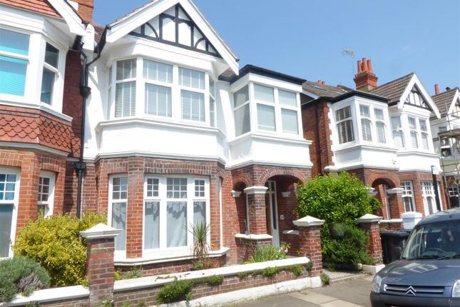 2 bed flat to rent in Lawrence Road, Hove BN3