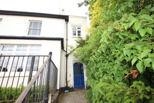 Thumbnail Maisonette to rent in Somerset Road, Redhill