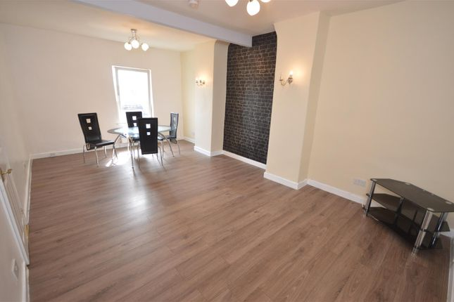 Thumbnail Flat to rent in Station Road, Ellesmere Port