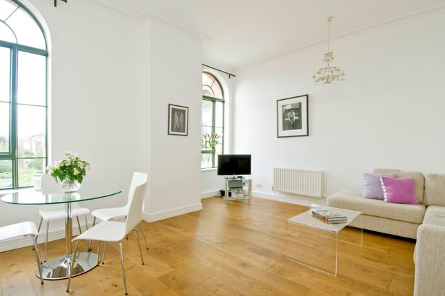 1 bed flat to rent in Charles Harrod Court, Barnes