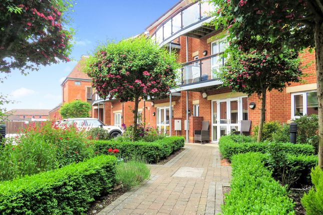 Thumbnail Flat for sale in Priory Avenue, Taunton