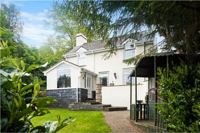 Thumbnail Detached house for sale in Gilfach Road, Bryn Pydew