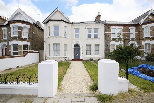 Thumbnail Triplex to rent in Sunderland Road, Forest Hill