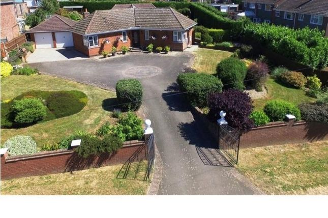 Thumbnail Bungalow to rent in Crick Road, Hillmorton, Rugby