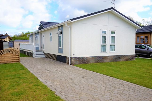 Thumbnail Mobile/park home for sale in Station Road, Salford Priors