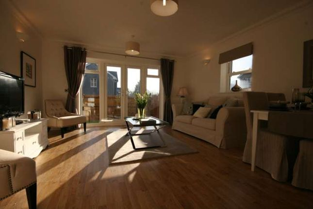 Thumbnail Town house to rent in Crookham Road, Fleet