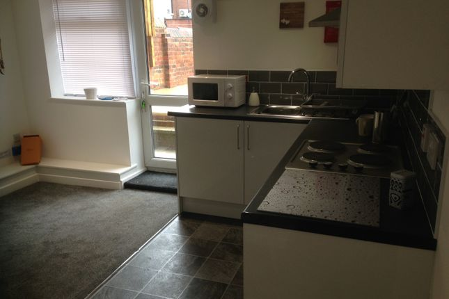 Thumbnail Flat to rent in Austhorpe Road, Leeds