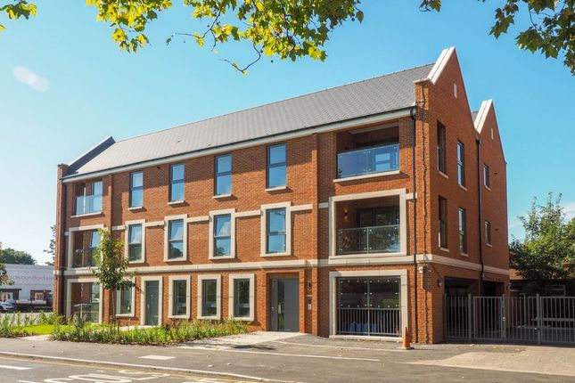 Thumbnail Flat for sale in London Road, Mitcham