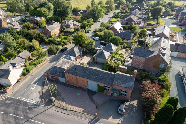 4 bed barn conversion for sale in Offa House Estate, Treflach, Oswestry SY10