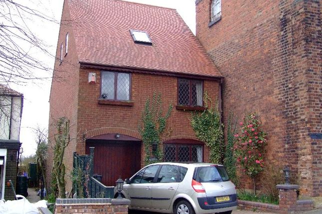 Thumbnail Detached house to rent in Sedgley Road, Wolverhampton