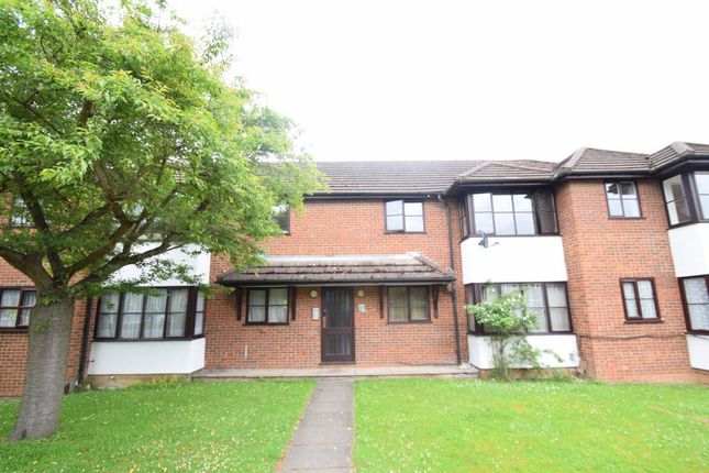 Thumbnail Flat to rent in Fryers Court, Eaton Avenue, High Wycombe