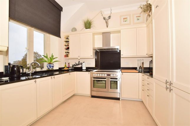 Thumbnail Flat for sale in Summers Place, Billingshurst, West Sussex