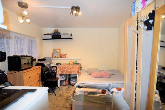 Thumbnail Studio to rent in Heathfield Gardens, Golders Green, London