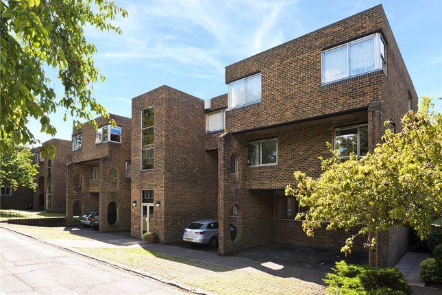 2 bed flat to rent in Stroudwater Park, Weybridge, Surrey KT13