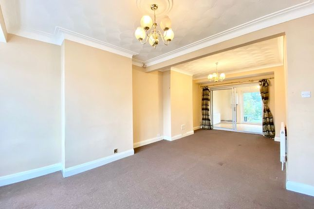 3 bed terraced house to rent in Evesham Way, Clayhall IG5
