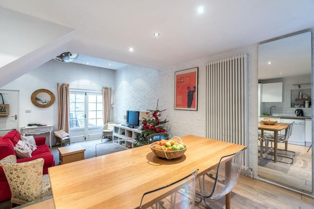 2 bed maisonette to rent in Battersea Rise, London SW11