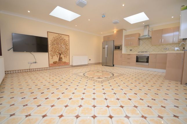 Thumbnail Bungalow to rent in Acasia Road, Leytonstone