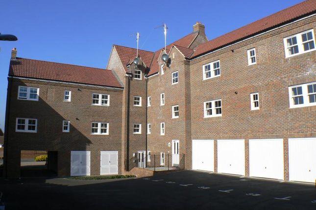 Thumbnail Flat to rent in Daisy Brook, Royal Wootton Bassett