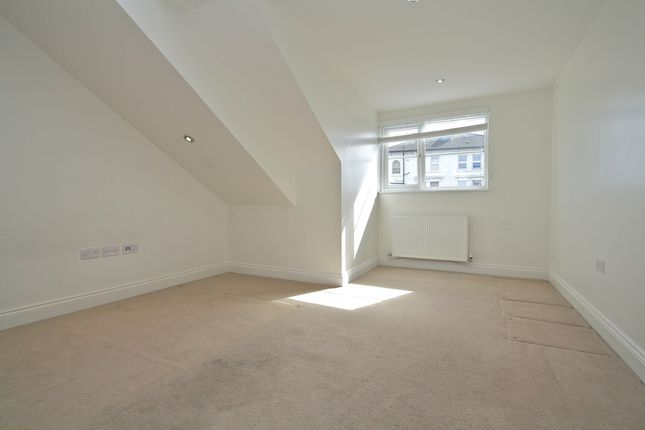 Thumbnail Flat to rent in Fullerton Road, London