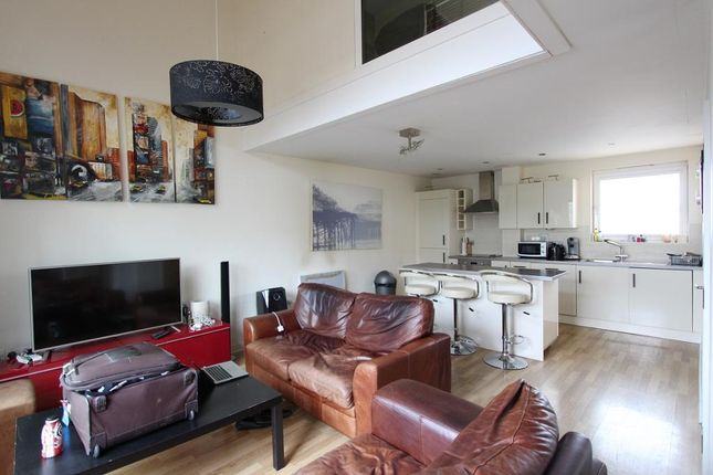 Thumbnail Maisonette to rent in 2 Kingscote Way, Brighton, East Sussex