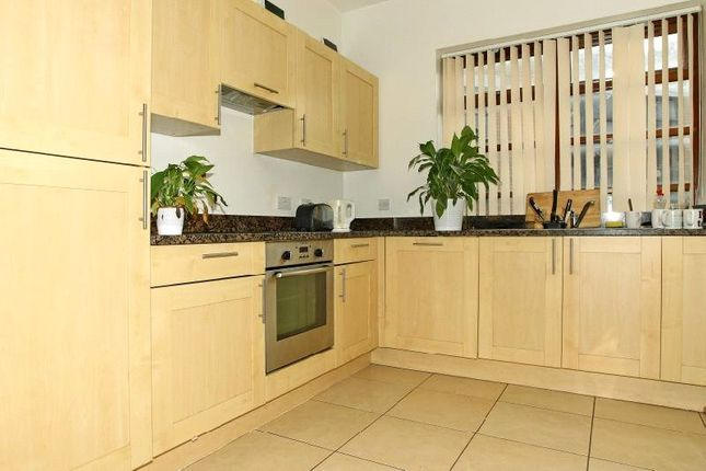 Thumbnail Flat to rent in Commercial Road, London
