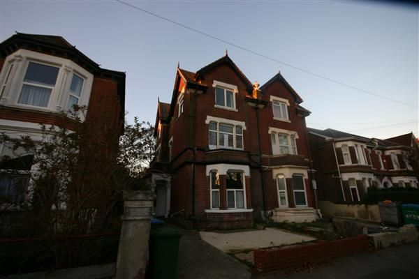 8 bed semi-detached house to rent in Gordon Avenue, Southampton