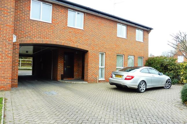 Thumbnail Flat to rent in Hutton Road, Shenfield, Brentwood