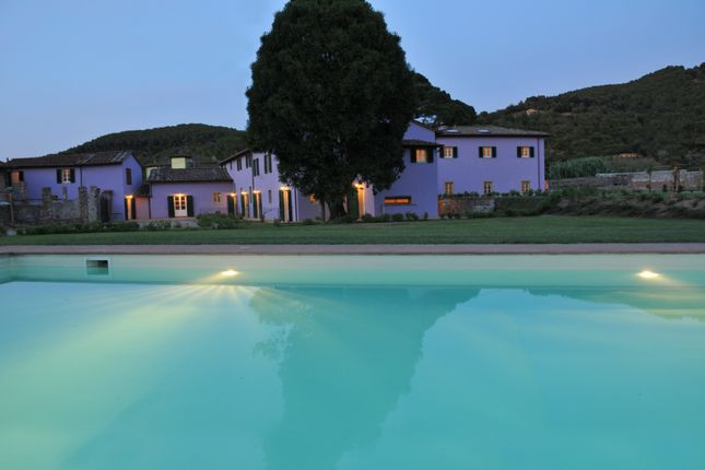 Thumbnail Villa for sale in Lucca, Tuscany, Italy