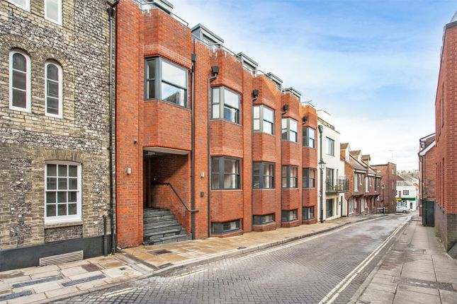 Thumbnail Flat to rent in St Clement Street, Winchester, Hampshire