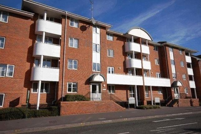 Thumbnail Flat to rent in Kings Oak Court, Reading