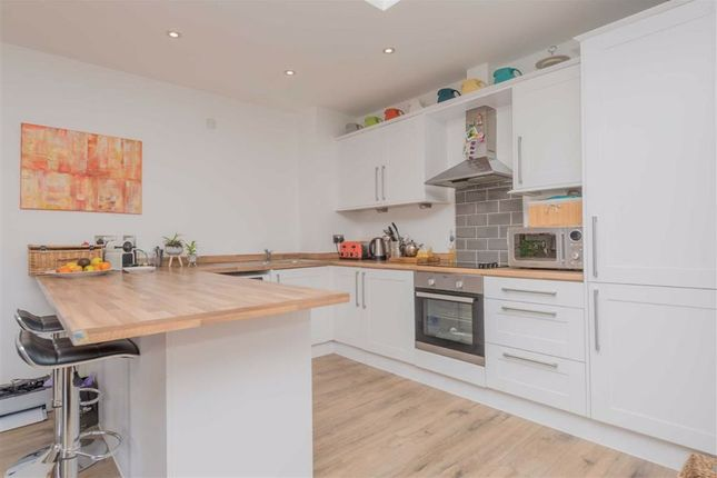 Open Plan Fitted Kitchen: