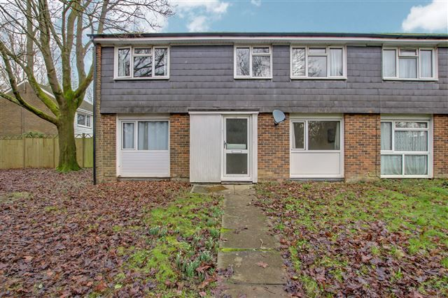 4 bed end terrace house for sale in Brighton Road, Southgate, Crawley RH10
