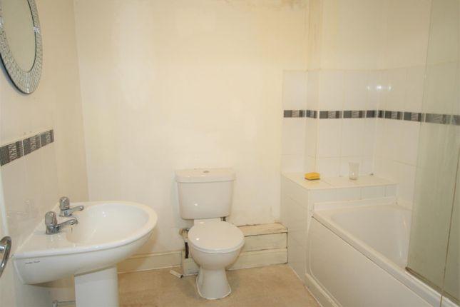 Bathroom of Moss Lane East, Manchester M14